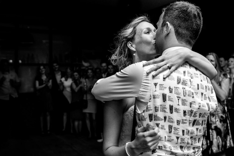 Openingsdans Dengh Utrecht | Journalistieke trouwfotografie Linda Bouritius Amersfoort