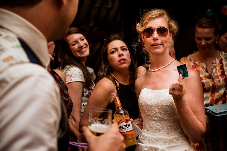 Humor feest dengh Utrecht | Journalistieke trouwfotografie Linda Bouritius Amersfoort