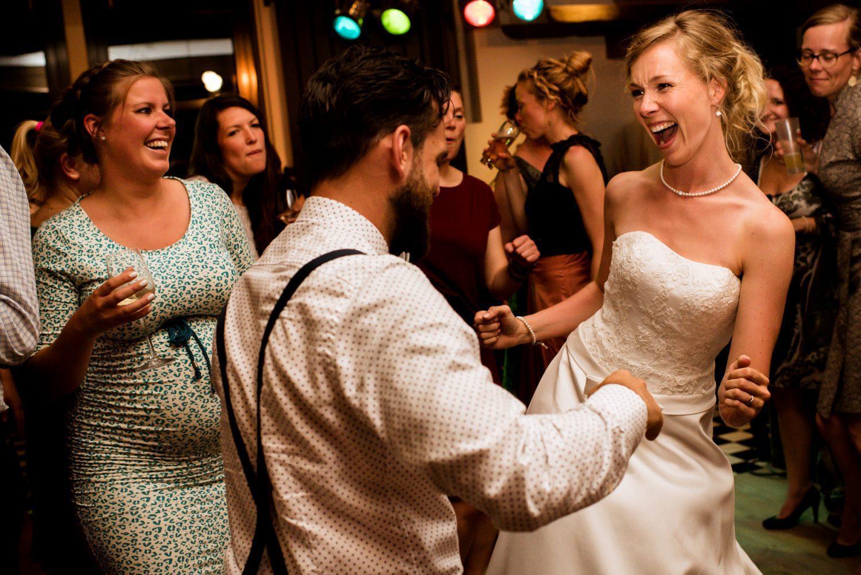 Feest bij Dengh Utrecht Journalistieke trouwfotografie Linda Bouritius Amersfoort