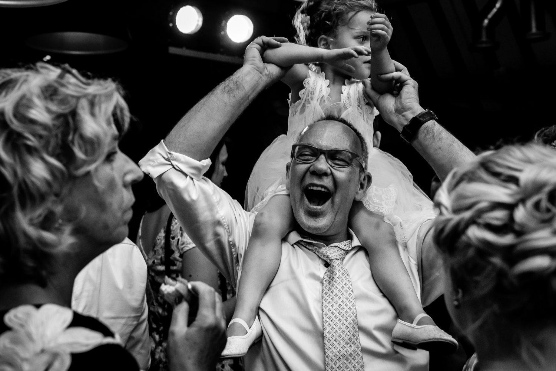Trouwen Dengh Feest journalistieke trouwfotografie Utrecht