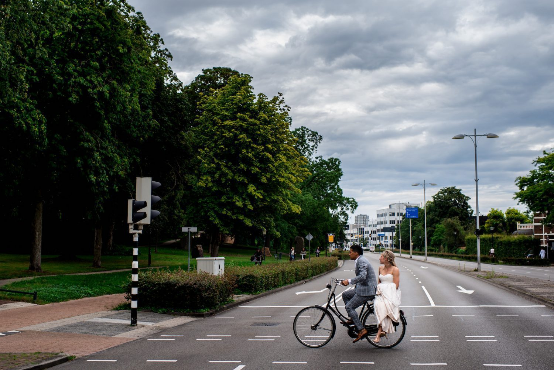trouwen op de fiets Trouwfotograaf Amersfoort